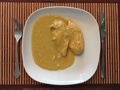 Hähnchenbrust mit Kokosnuss-Curry-Soße