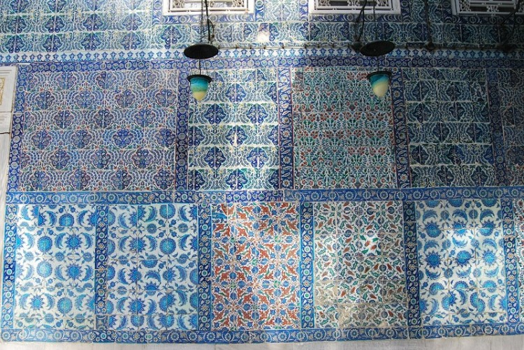 Kunstvolle osmanische Kacheln