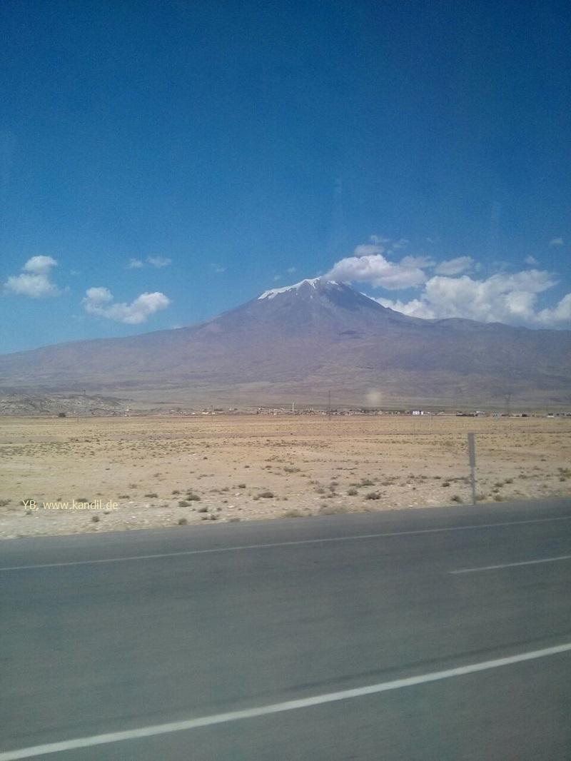 Ararat vom Bus aus gesehen